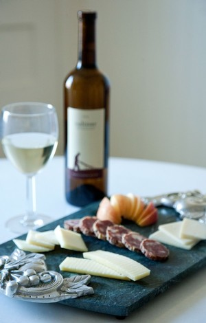 Pairing Cultivar Sauvignon Blanc with Cheese Salami and Apples